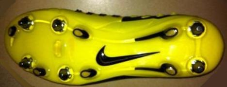 Бутсы футбольные Nike CTR360 Maestri SG Pro